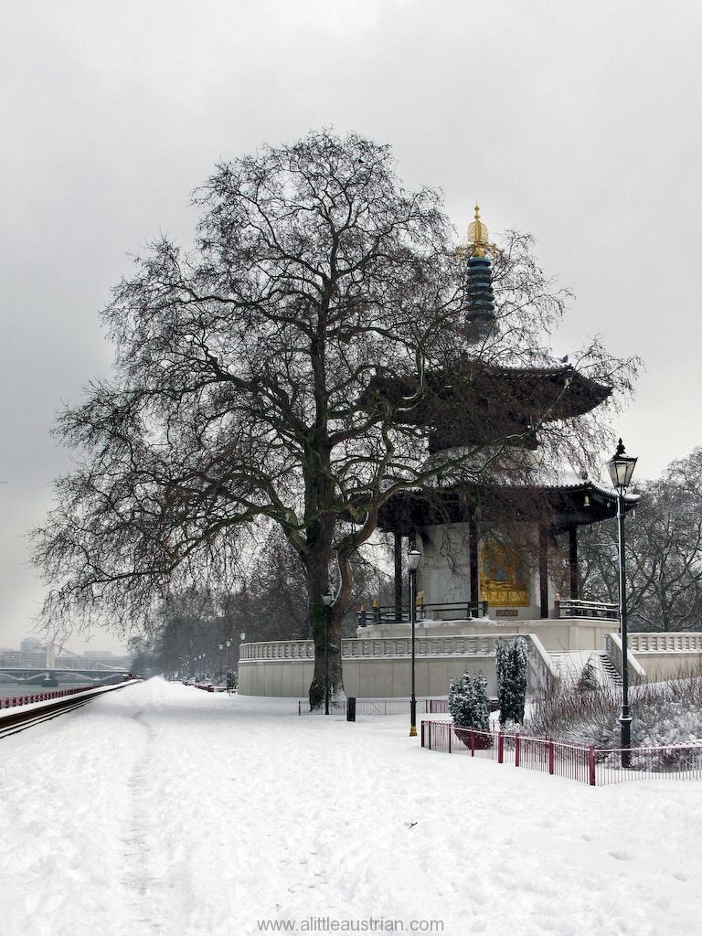 Battersea_Peace_Pagoda_02.jpg