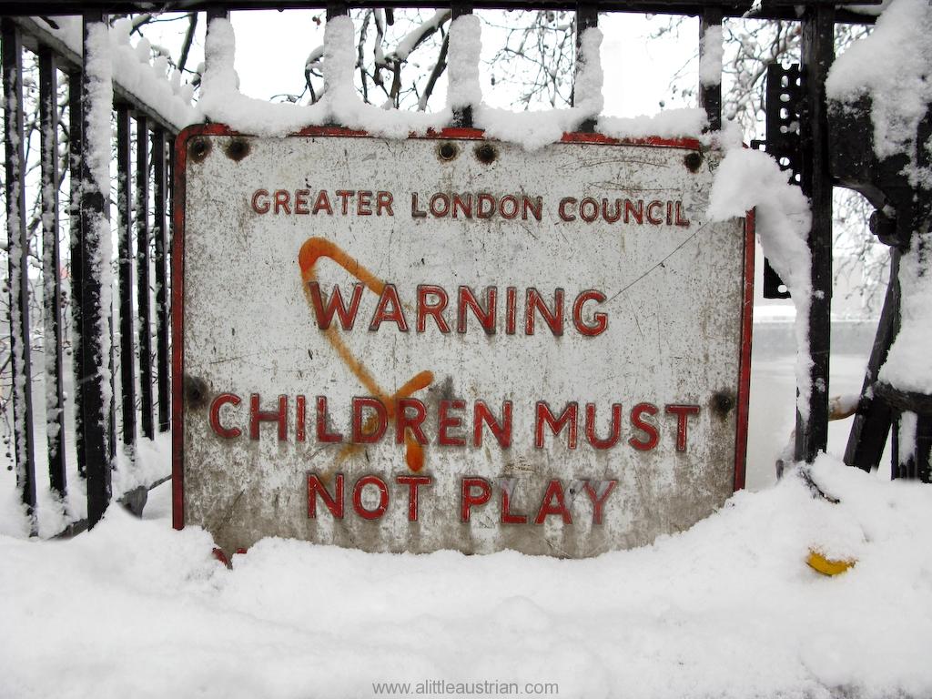 Children_must_not_play.jpg