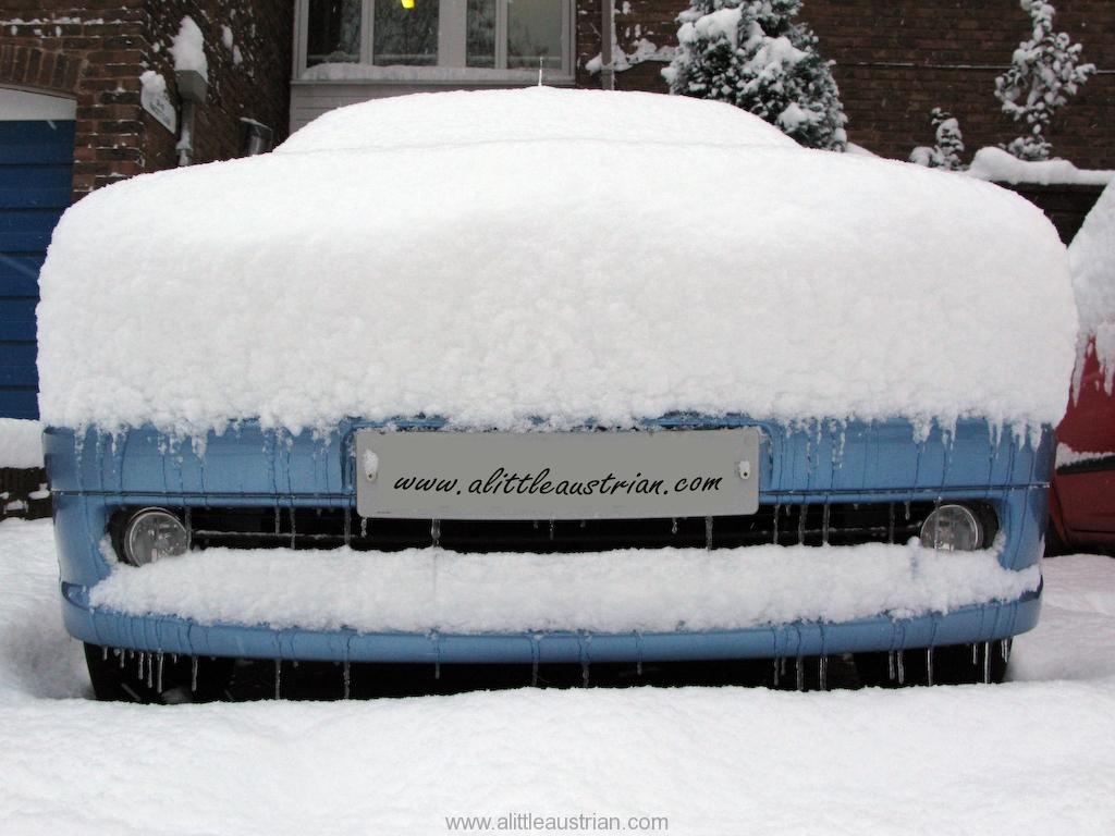 Snowed_in_car.jpg